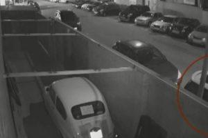 Ladrões Roubam Carro Usando Empilhador 9