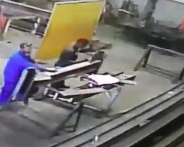 Trabalhador Demora A Perceber Que Tem Cabelo Em Chamas Após Incidente No Trabalho 9