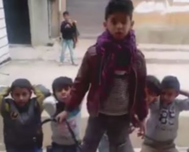 Vídeo Chocante Revela Como São As Brincadeiras Dos Meninos Na Líbia 6