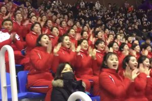Perfeição Da Equipa De Cheerleaders Da Coreia Do Norte Esconde Algo Muito Grave 9