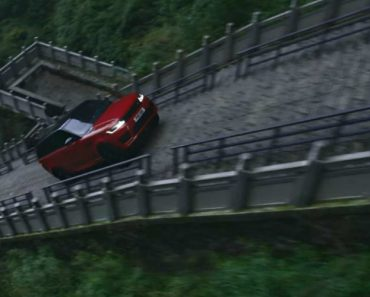 """Land Rover Híbrido Subiu a """"Escadaria Para o Céu"""" Com 999 Degraus e 45 Graus De Inclinação 1"""