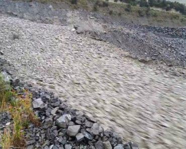 Fortes Chuvas Na Nova Zelândia Criam Rio De Pedras 8