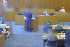 Durante Julgamento, Réu Rouba Caneta Para Tentar Matar Testemunha 10