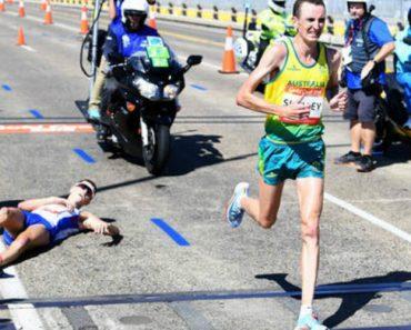 Atleta Colapsa A Meio Da Maratona e Ninguém o Ajuda 6