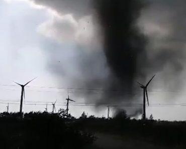 Jovens Curiosos Perseguem 2 Tornados e Quase São Apanhados Por Um Deles 4