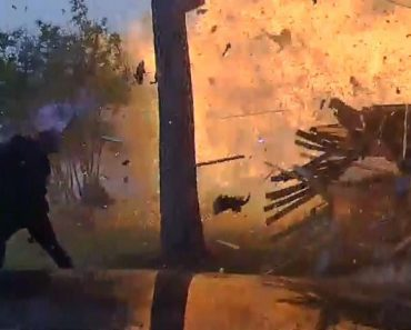 Casa Explode No Momento Em Que a Polícia Chega 5
