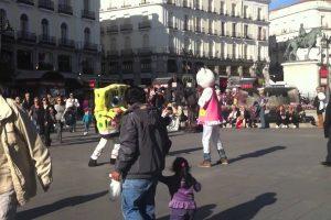 Bob Esponja e Hello Kitty Desentendem-se No Meio Da Praça Por Um Lugar Ao Sol 10