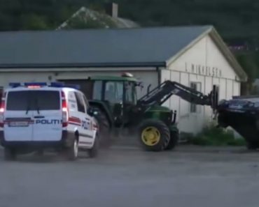 Homem Impede Ladrão De Roubar Carro Com Um Trator 8