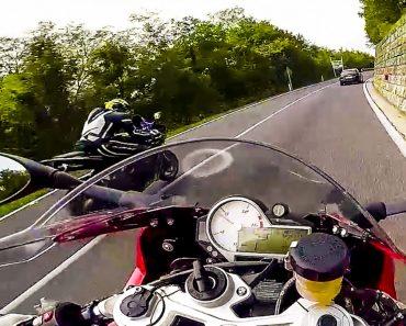 Motociclistas Fazem Arriscadas Manobras Conduzindo a Grande Velocidade No Meio Dos Carros 3