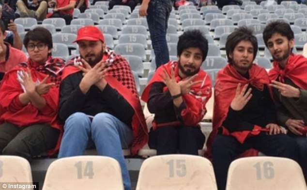 Mulheres Iranianas Disfarçam-se De Homens Para Conseguirem Entrar Em Estádio De Futebol 1