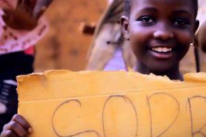 """Crianças Do Uganda Dançam Ao Som De """"Sorry"""" Do Justin Bieber 8"""