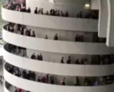 Ilusão Ótica Faz Parecer Que Colunas Do Estádio Estão a Girar 9