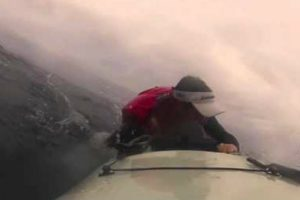Pescador Amador Vive Momento Assustador Quando Tubarão Lhe Vira o Kayak Ao Contrário 8