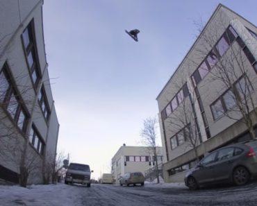 Snowboarder Faz Espétacular Salto Entre Dois Edifícios 4