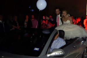 Noivos Quiseram Inovar Com a Saída Do Casamento Mas Não Correu Exatamente Como Esperavam 9