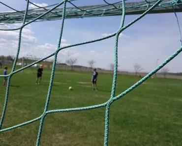 Jovem Quis Gravar o Treino De Futebol Dos Colegas Mas Colocou-se No Lugar Errado 7