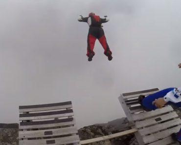 Amigos Atravessam As Nuvens Com Alucinante Salto De Base Jump 7