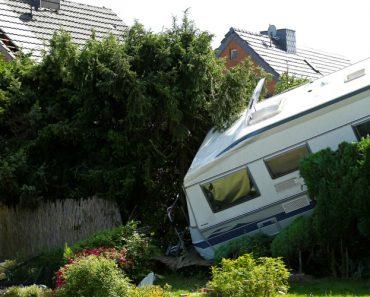 Poderoso Tornado Atravessa Alemanha e Destrói 50 Casas 4