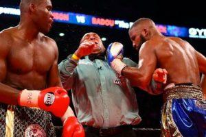 Juiz Leva Murro Acidental Na Cara Ao Tentar Separar Lutadores De Boxe 9