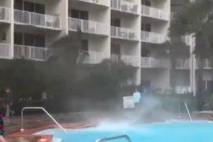 Ventos Fortes Da Tempestade Alberto Geram Mini-Tromba De Água Em Piscina 10