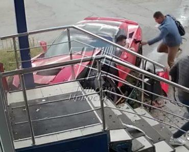 Jovem Sem Carta De Condução Despista-se Com Corvette e Provoca Um Ferido Ao Embater Noutro Carro 7