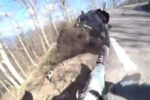 Motociclista Cai De Ravina Após Desafiar Estrada Montanhosa 10