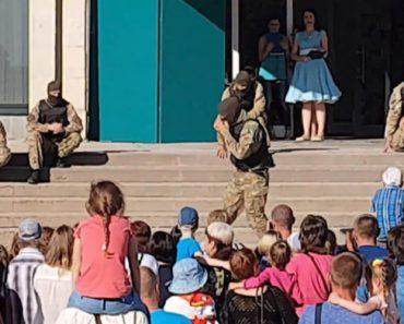 Exército Ucraniano Exagera Em Espetáculo Infantil Ao Simular Degolação 9