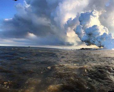 Turista Grava Imagens Impressionantes de Lava a Entrar Pelo Oceano Após Erupção De Vulcão 7