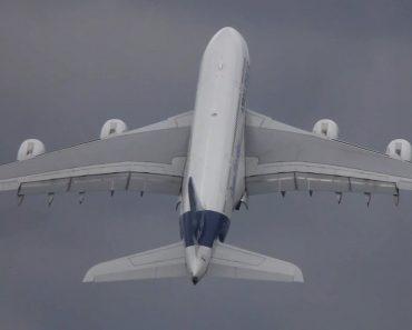 Piloto Faz Espetacular Exibição Ao Levantar Voo Na Vertical Com Airbus A380 5
