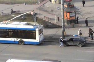 Russos Têm Ideia Inacreditável Para Rebocar Um Carro 10