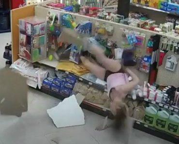 Mulher Tem a Pior Tentativa De Fuga De Sempre Após Ser Apanhada a Usar Cartão De Crédito Roubado 8