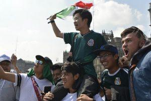 Adeptos Mexicanos Levaram Sul-Coreanos Em Ombros Após Vitória Sobre a Alemanha 10