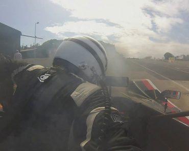 Piloto Obrigado a Fugir Do Carro Após Este Se Incendiar Em Plena Corrida 2
