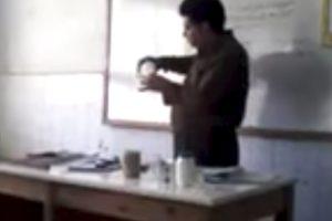 Professor De Química Falha Miseravelmente Com Experiência Em Sala De Aula 9