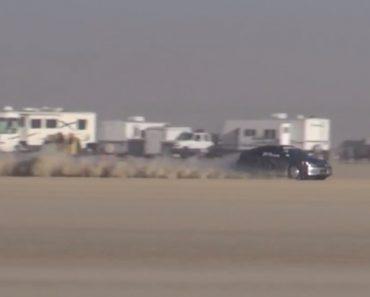 Piloto Perde o Controlo Do Carro e Despista-se a Mais De 300km/h 2
