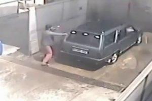 Automobilista Não Sabia No Que Se Estava a Meter Depois De Colocar Moeda Em Centro De Lavagem Auto 10