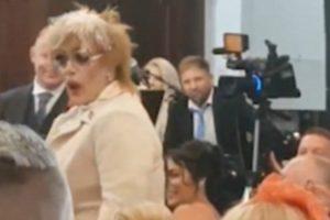 """Drag Queen Invade Casamento a Cantar """"Deveria Ser Eu"""" 10"""