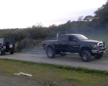 Dodge RAM Desafia Land Rover Defender 90: Quem Vencerá Esta Batalha? 4