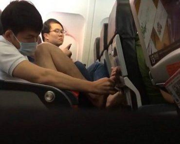 Passageiro De Avião Sente-se Demasiado à Vontade e Decide Cuidar Das Unhas Dos Pés Durante Viagem 7