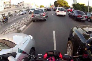 """Motociclista Espalha a """"Loucura"""" Pelas Estradas Brasileiras 9"""