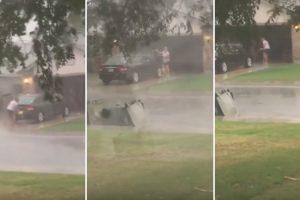 Mulher Decide Lavar o Carro Na Rua Durante Tempestade 8