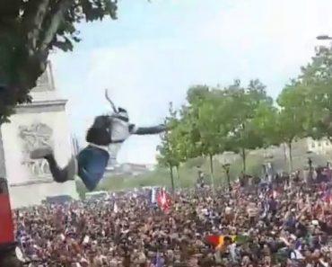 Adepto Francês Salta De Árvore Durante Festejo Do Mundial, Mas Todos Se Afastam Na Hora De o Agarrar 23