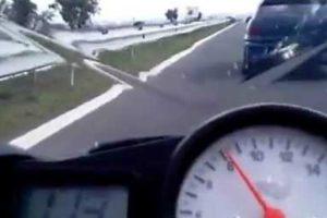 Motociclista Com Yamaha R6 é Surpreendido Quando Tentava Ultrapassar Opel Astra 10