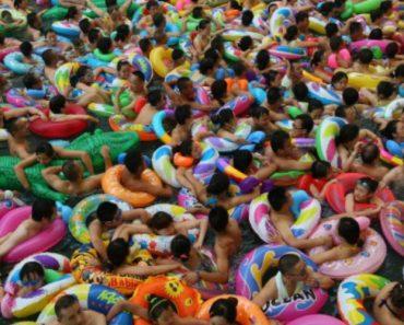 Descontração e Espaço Para Nadar é Tudo o Que Não Se Tem Numa Piscina Na China 13