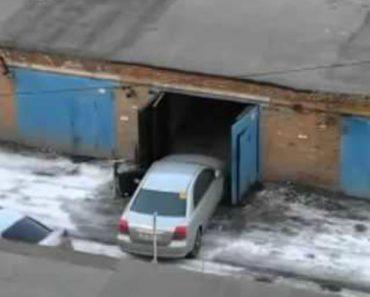 A Indecisão De Uma Mulher Ao Tentar Estacionar o Carro Na Garagem 3