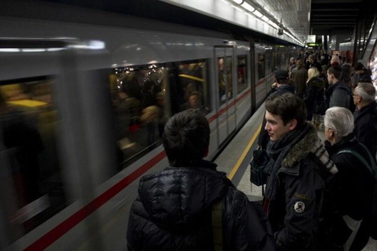 Metro De Viena Distribui Desodorizante Gratuito Aos Passageiros 1