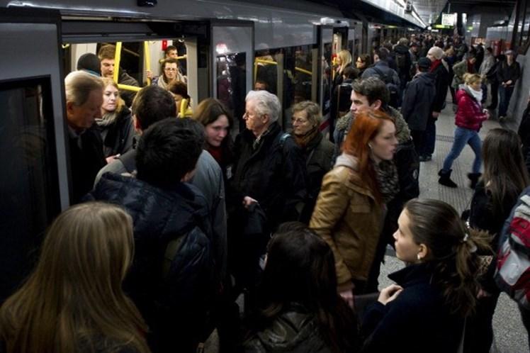 Metro De Viena Distribui Desodorizante Gratuito Aos Passageiros 2
