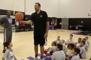 Ex-Basquetebolista Da NBA Deixa Crianças De Queixo Caído Com Cesto Épico 9