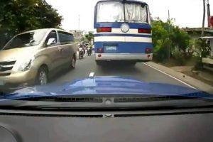 Condutores Fazem Perigosa Corrida Em Estrada Movimentada 10