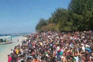 Imagens Impressionantes De Milhares De Pessoas Que Aguardam Resgate Após Terramoto 8